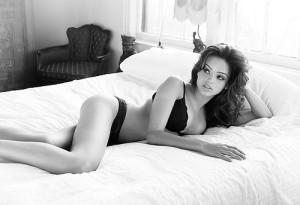 beauty,bed,black,,,white,boobs,brunette,lingerie-2dd396d33cc300baec0096e8c0c2735a_h