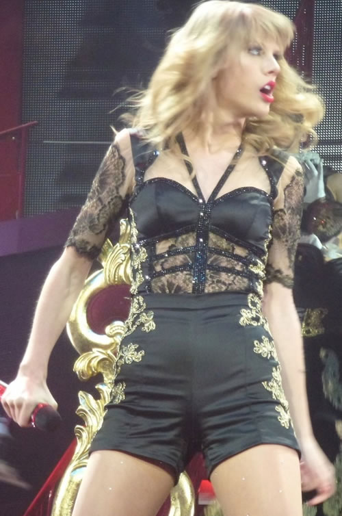 Taylor Swift sexy black vampire outfit